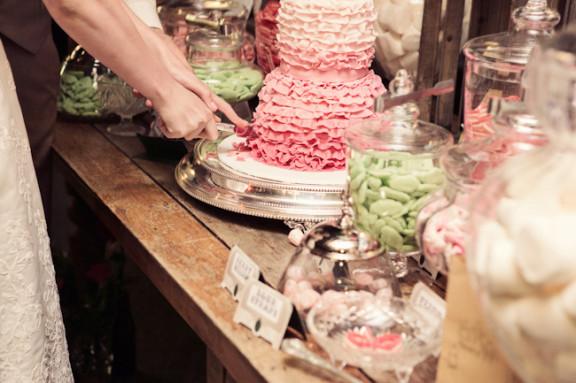 vintage-garden-wedding-sweets-table