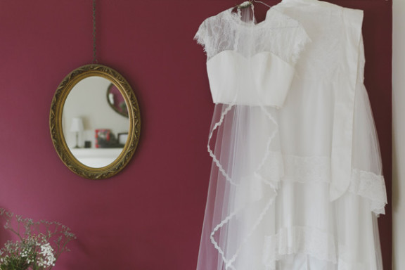 bride-getting-ready-willow-co-wedding-photography_001