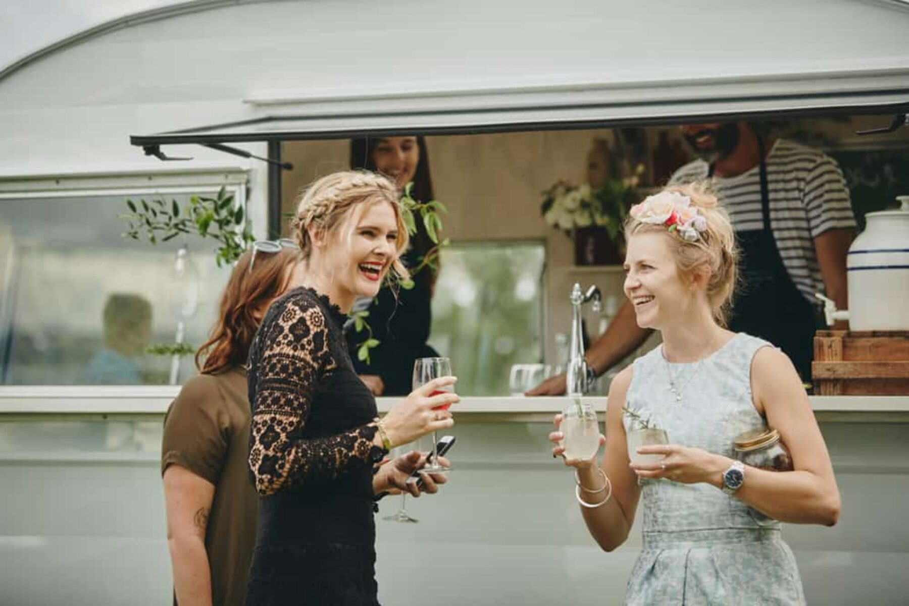 Relaxed picnic wedding, Aukland   Photography by A Couple of Night Owls
