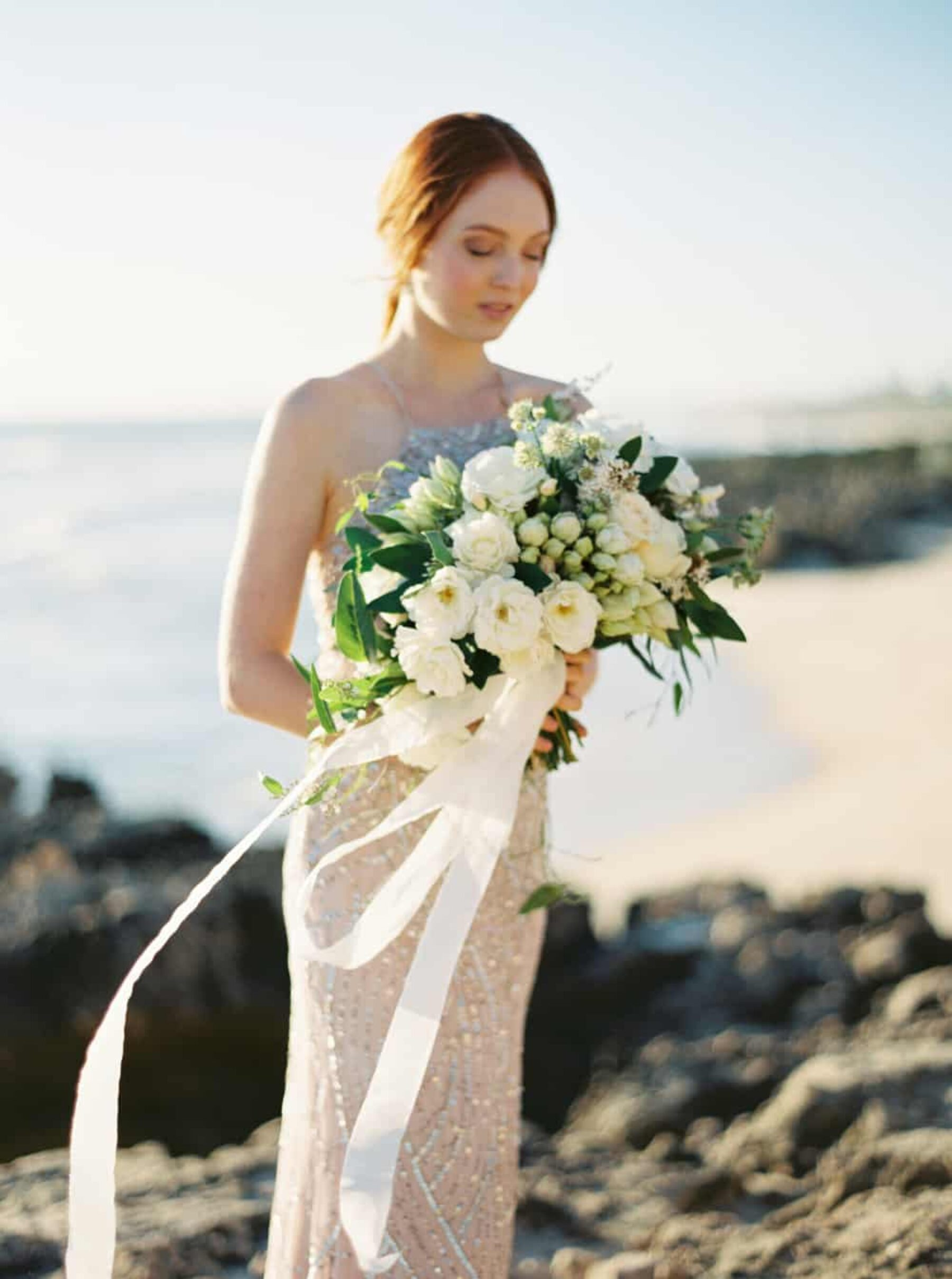 Green and white bouquet/ Photography by Katie Grant