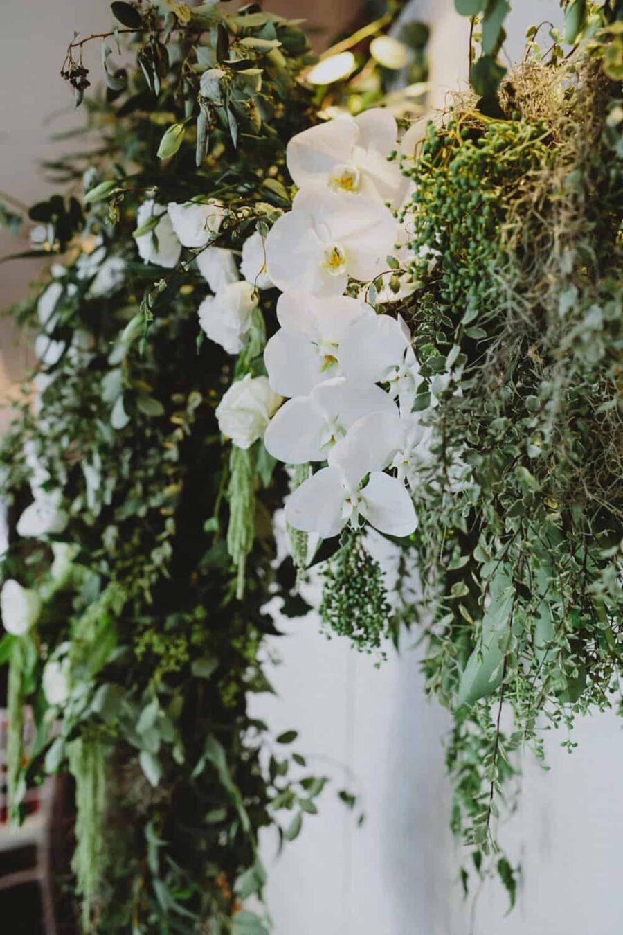 modern green and white wedding flowers