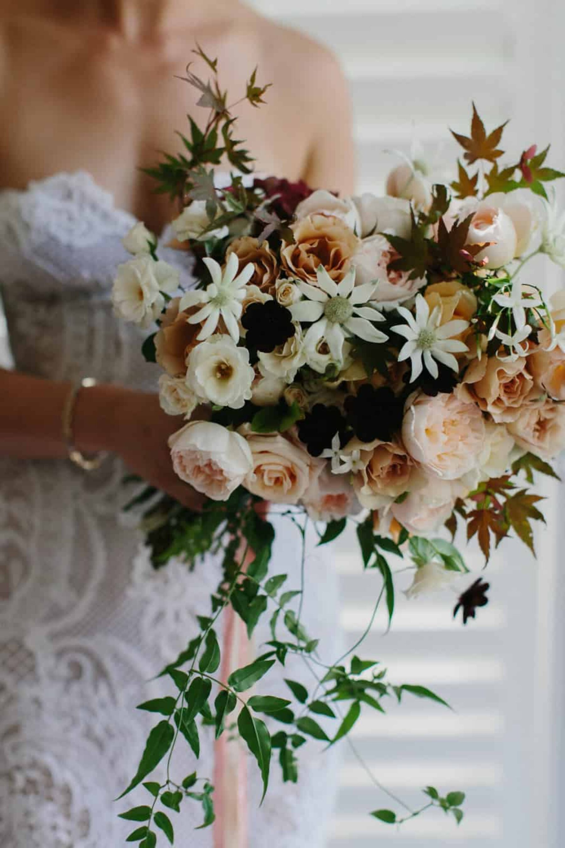 peach-toned bouquet with roses and flanel flower