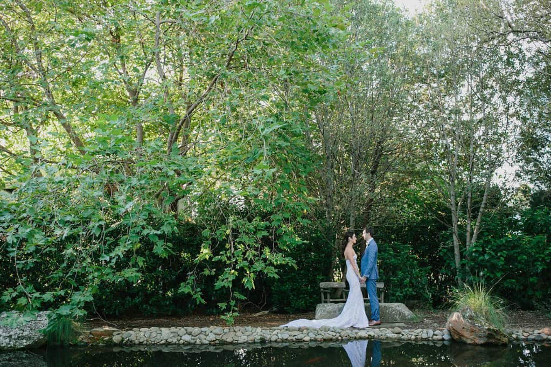 modern luxe Jewish wedding at Bells at Killcare - photography by John Benavente