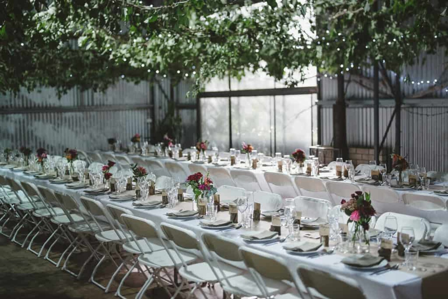 modern barn wedding at The Crisp Galleries - photography by Lauren Campbell