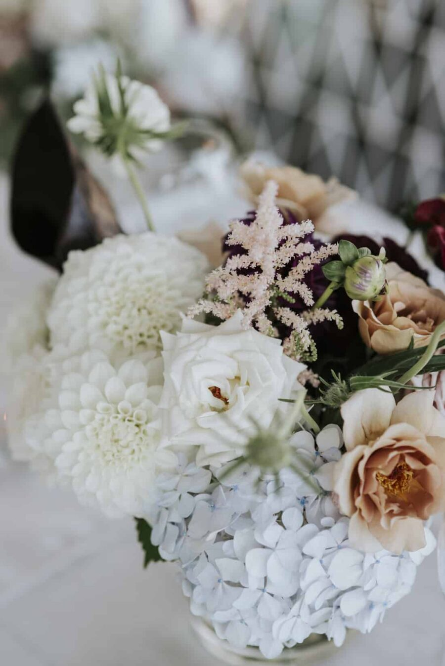 peach toned table flowers