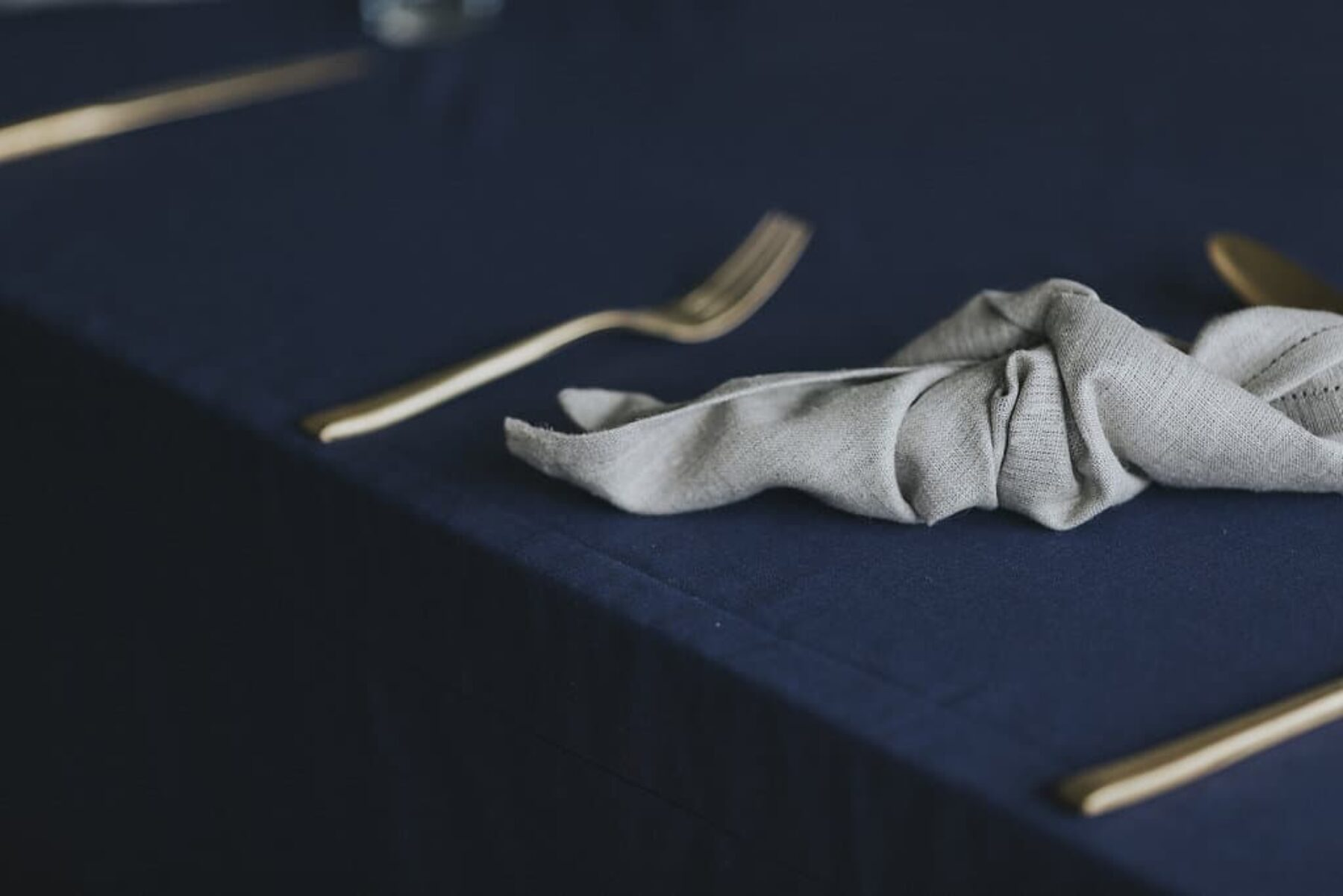 navy and bronze tablescape