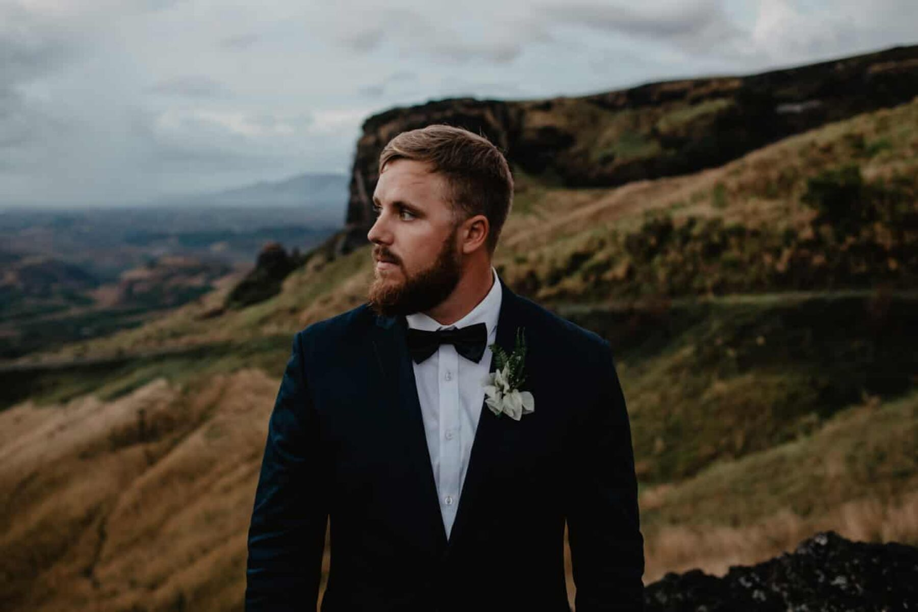 Mountain elopement in Fiji / photography by Kama Catch Me