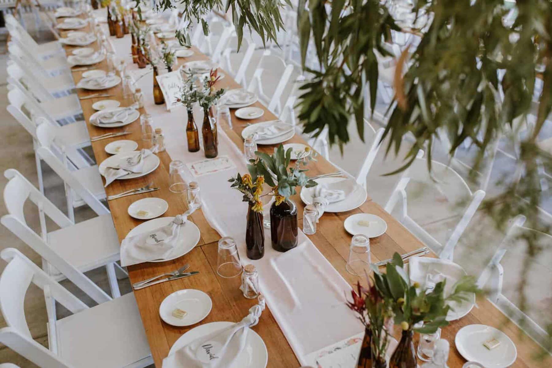 blush tablescape with chiffon runner and hanging foliage