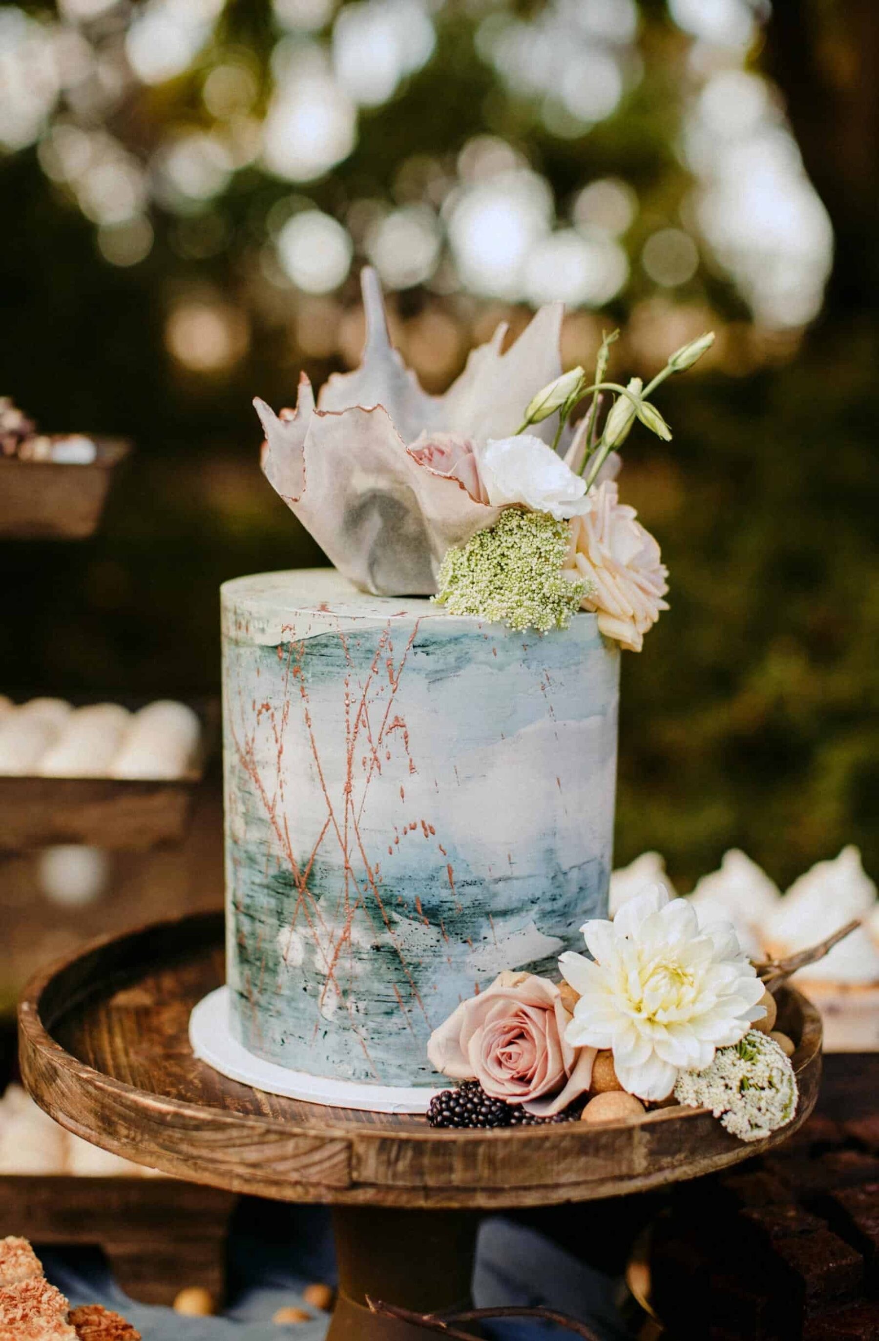 watercolour wedding cake with gold splatter