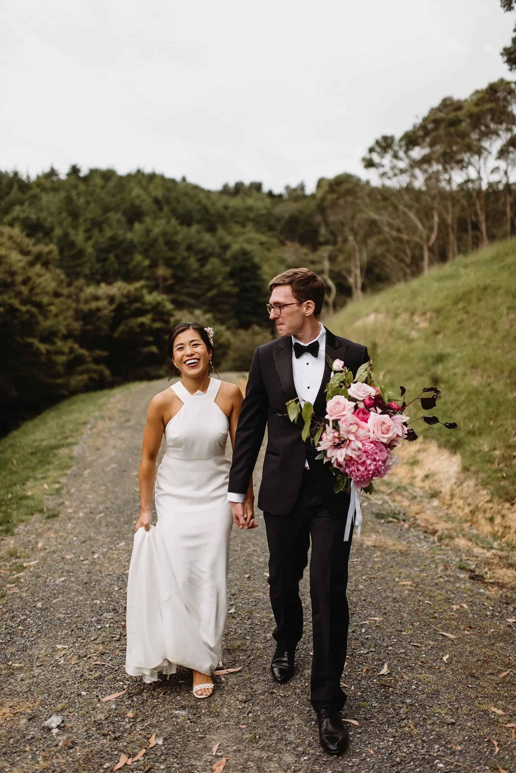 modern wedding at Kauri Bay Boomrock / Photography by Nisha Ravji