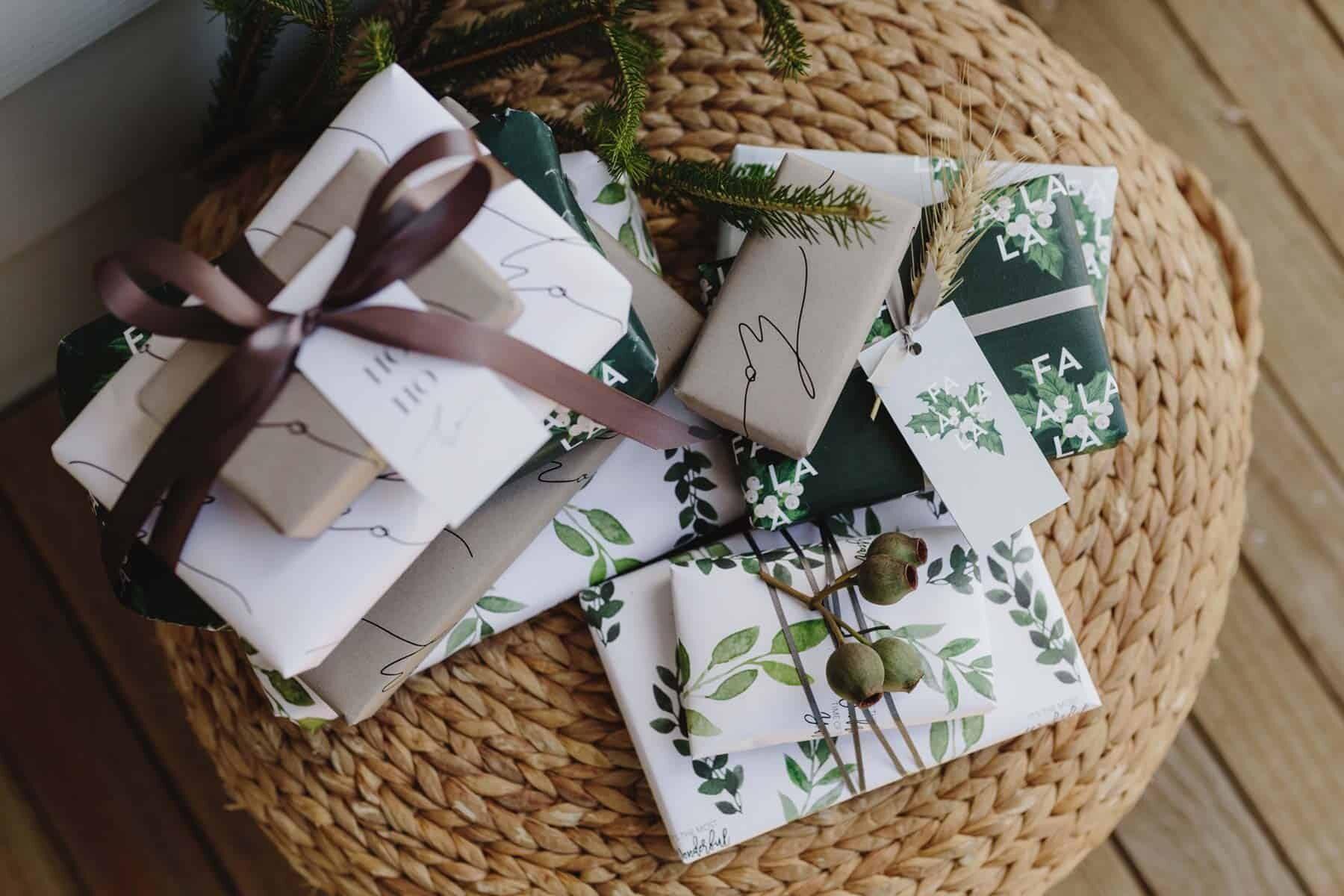 modern, free printable Christmas cards and gift wrap