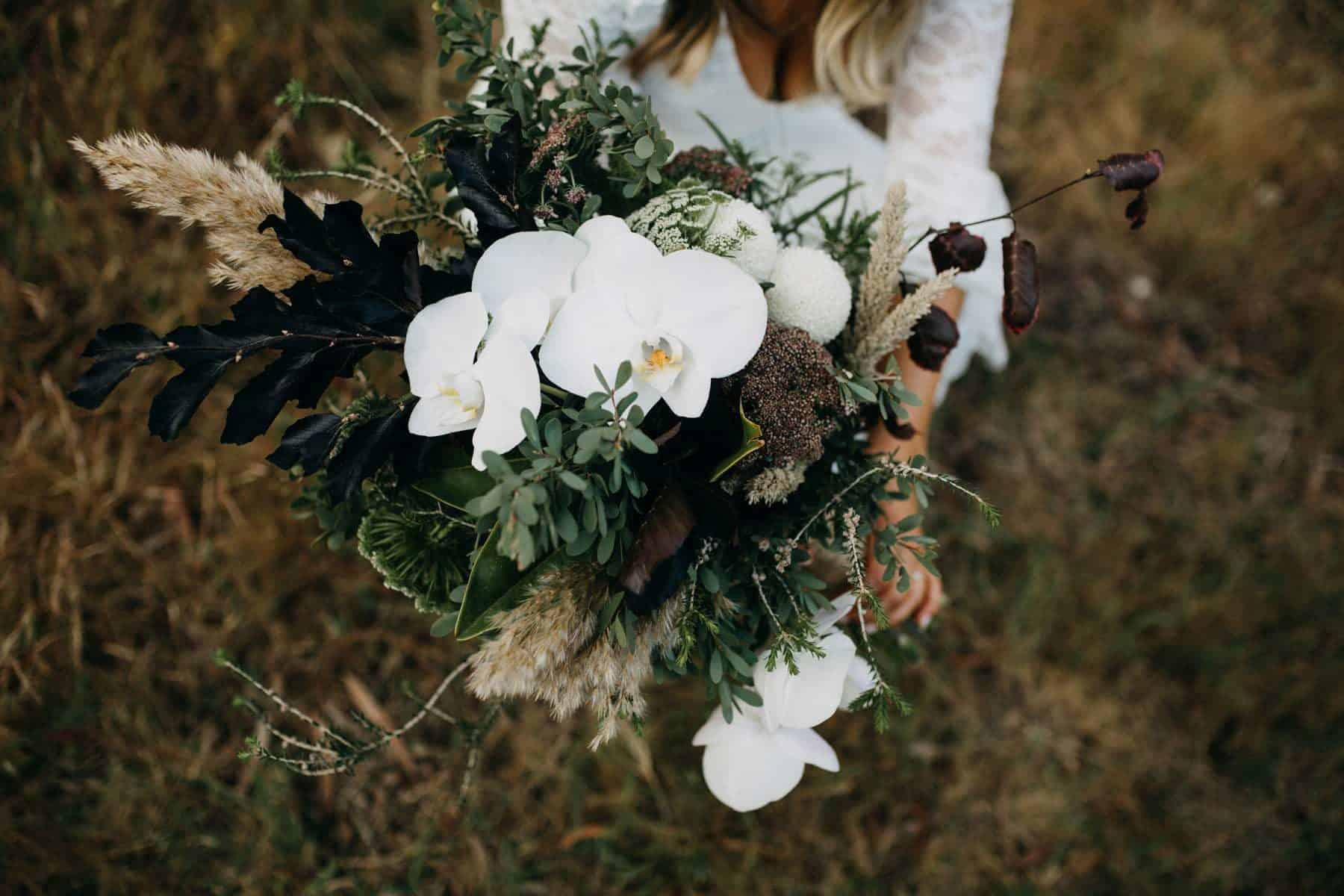 Best bridal bouquets and wedding flowers 2019 - organic green and white bouquet